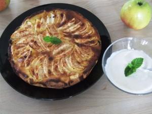 Bagt æblekage med yoghurt naturel